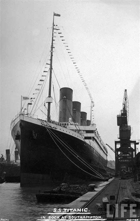 🚢आज ख़ास: टायटैनिक जहाज़ डूबा - S . S . TITANIC IN DOCK AT SOUTHAMPTON , PHOTO H . SYMES - ShareChat