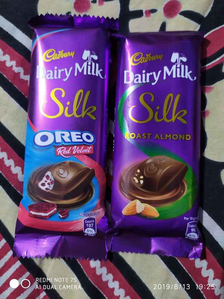 🍧 कुछ मीठा हो जाए - Cadbury Cadbury Dairy Milk Silk Dairy Milk Cill ROAST ALMOND OREO Red Velvet Per 20 g serve Per 18 g 88 Calorie 107 Calori 96 5 % of GDA 5 ate % REDMI NOTE 75 AL DUAL CAMERA 2019 / 8 / 13 19 : 25 - ShareChat