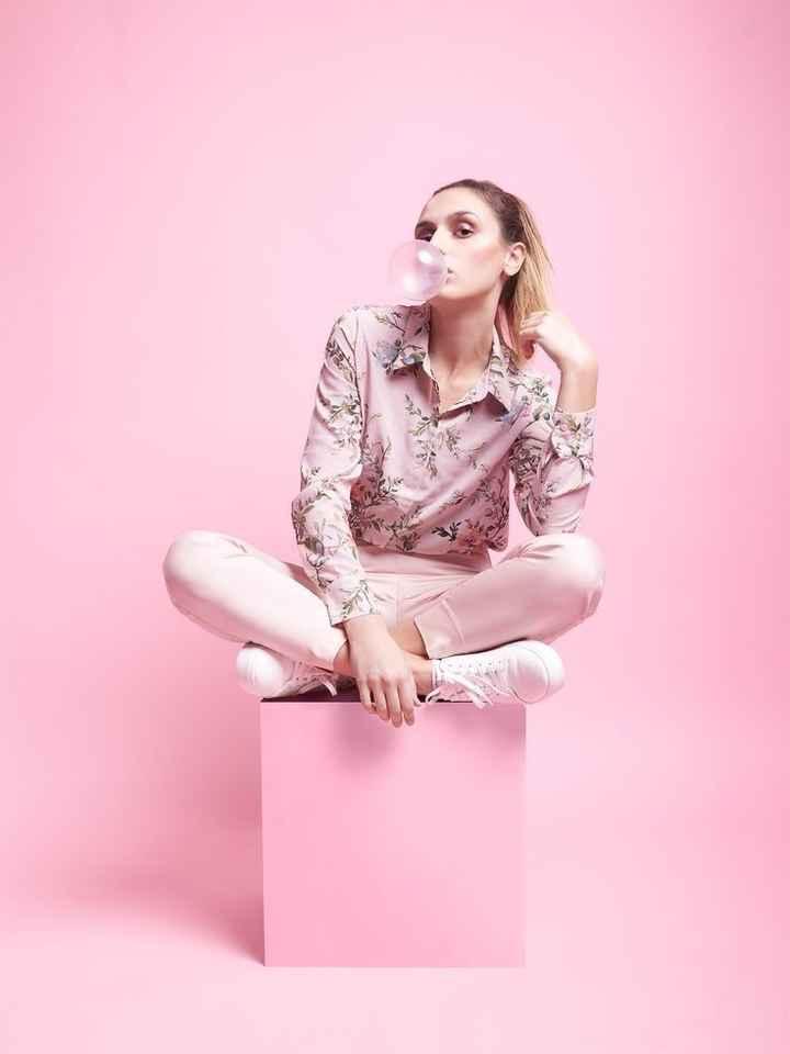 गुलाबी रंग दिवस - ShareChat
