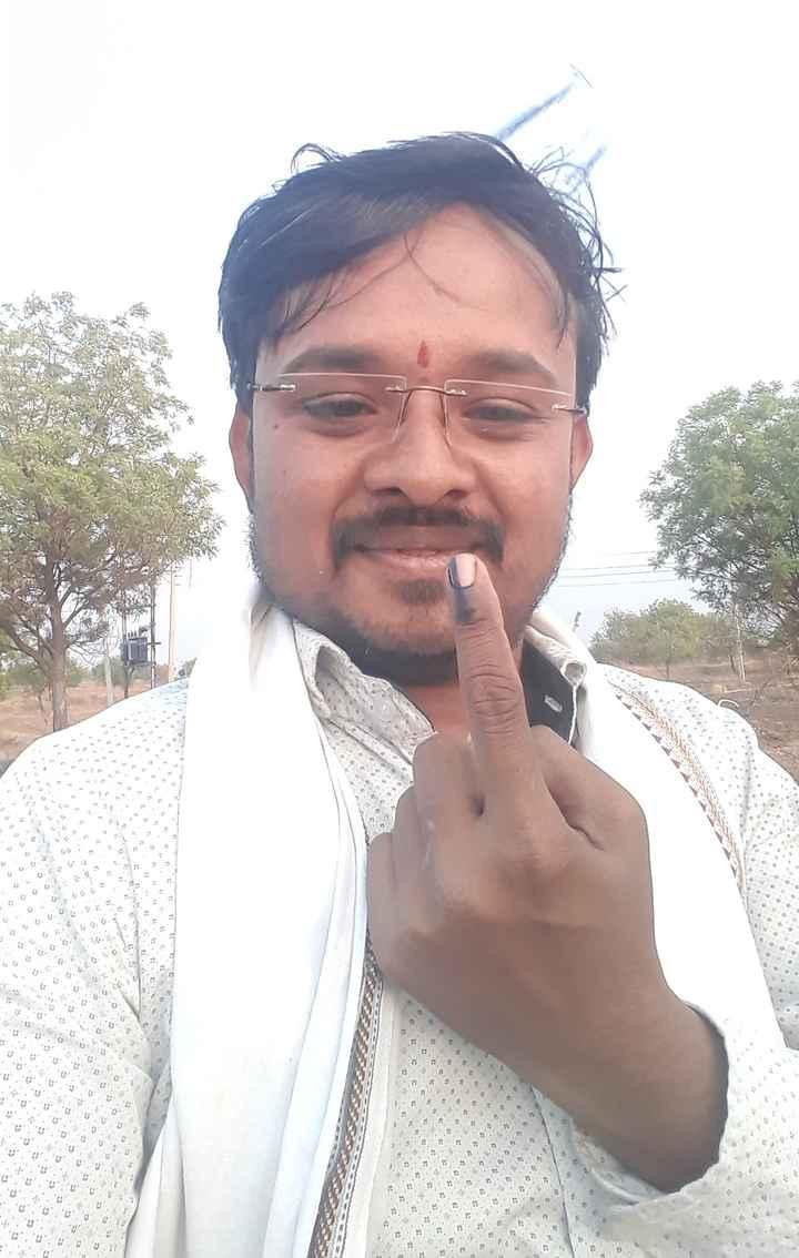 👆मी मतदान केल - . 9 . 2 . . . B . . . ! . . . ES ES 10 to2 - ShareChat