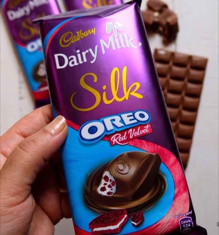 🍫विश्व चॉकलेट दिवस - Cadbury Dairy Miu Oilk OREO Red Velvet Per 22 g serve Calorie 124 - ShareChat