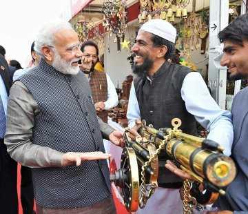 🤗हुनर हाट में PM मोदी - ShareChat