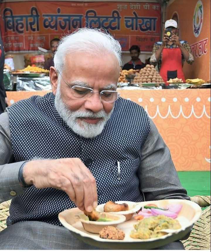 🤗हुनर हाट में PM मोदी - शुद्ध देशी घी का बिहारी व्यंजन लिट्टी चोखा INS - ShareChat