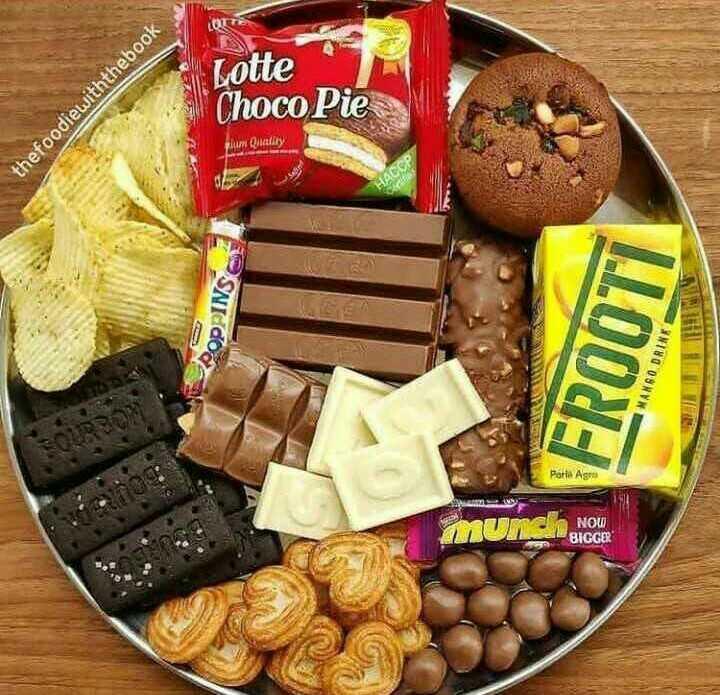চকলেট 🍫 - Lotte thefoodiewiththebook Choco Pie um Quality PPINE FROOTI MANGO DRINK Porto Agro Mun NOW BIGGER NOU - ShareChat