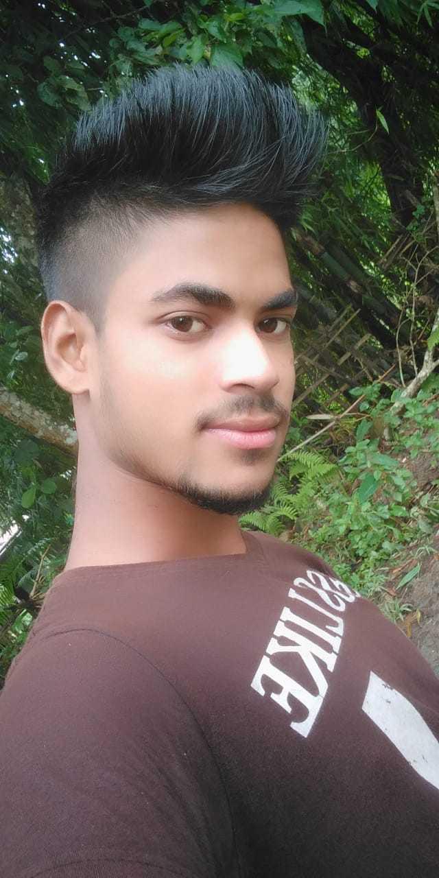বন্ধুৰ সৈতে লুডু - UKE - ShareChat