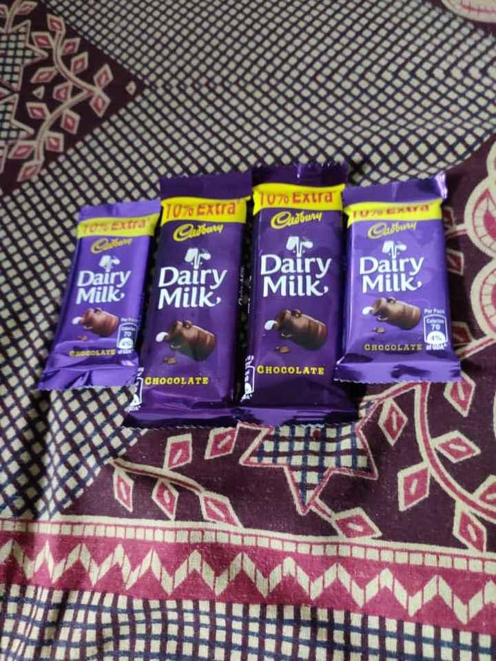 🥡 ફૂડ લવર - HATTEN 7070 Extra 10 % Extra Cadbury thu Cadowy Dairy Milk Dairy Milk Dairy Milk M CHOCOLATE OLATE a CHOCOLATE CHOCOLATE Our ES I 3 - ShareChat