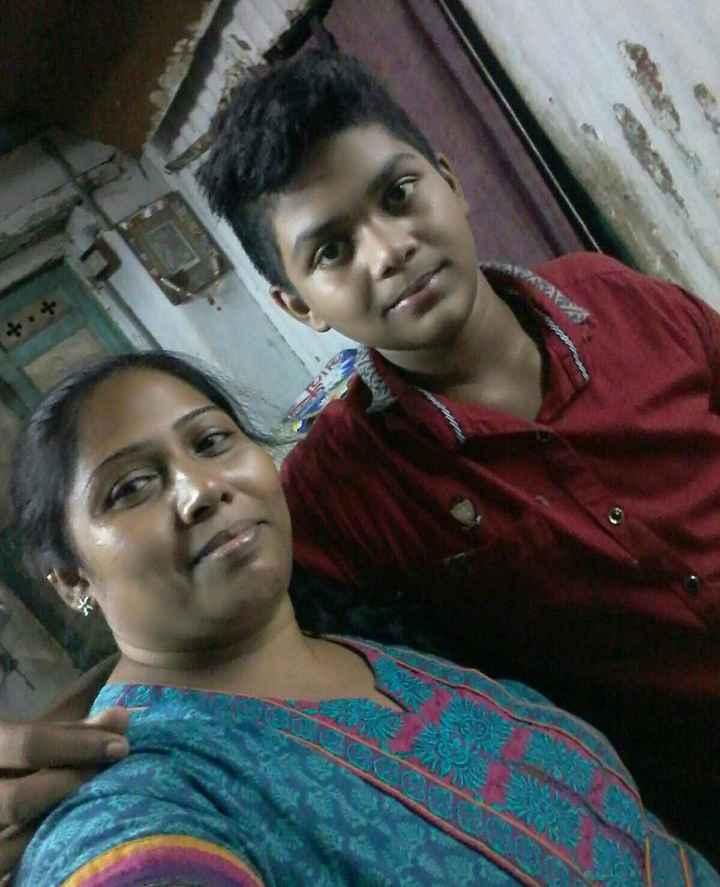 🤳 મમ્મી સાથે સેલ્ફી - ShareChat