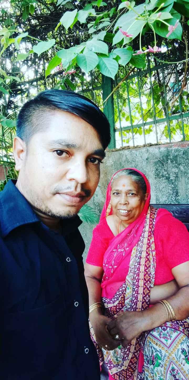 🤳 મમ્મી સાથે સેલ્ફી - 0 ASSOS 99 . . 0 . - ShareChat