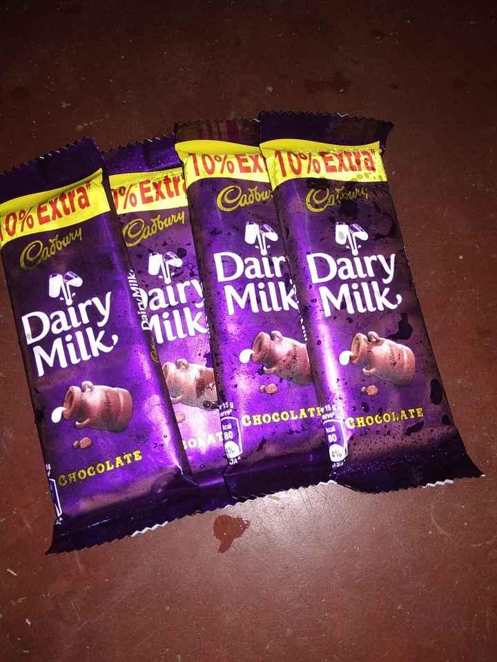 🍰🍦கேக்,ஐஸ் கிரீம்ஸ்&ஸ்வீட்ஸ் - 10 % EX ) 10 % ELA Cadbw . 10 % Extra % Extr LUXOEX 10 % Сабам олдбала Dairy Milk Dair Dairy Milk Milk Dairy Milk 15 9 CHOCOLATE CHOCOLATE kcal 80 80 No SA noras para CHOCOLATE - ShareChat