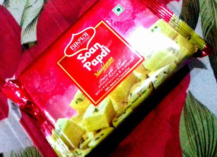 🌷 வாழ்த்து - BIKAJI Son Papdi Manbhavan ETHNIC PLAKY SWEET 100 % Natural No Preserve WITH PISTACHIOS & ALMONDO PRODUCT OF INBA / PRODUNT DE L INDE / - ShareChat