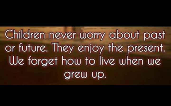 కోట్స్🌴👌✍️ - Children never worry about past or future . They enjoy the present . We forget how to live when we grew up . - ShareChat