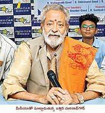 🐟చేపమందు - ared | D # Meet | k . మీడియాతో మాట్లాడుతున్న బత్తిని హరినాథ్డ్ . - ShareChat