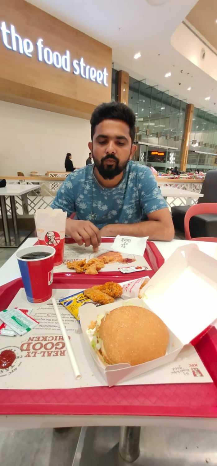 🤵 ಮೆನ್ಸ್ ಫ್ಯಾಷನ್ - go REAL - LYTI COO HICKEN A nd the the food street - ShareChat