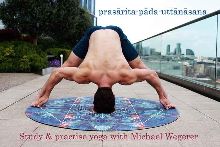 🧘ಯೋಗ ದಿನ - prasārita - pāda - uttānāsana Study & practise yoga with Michael Wegerer - ShareChat