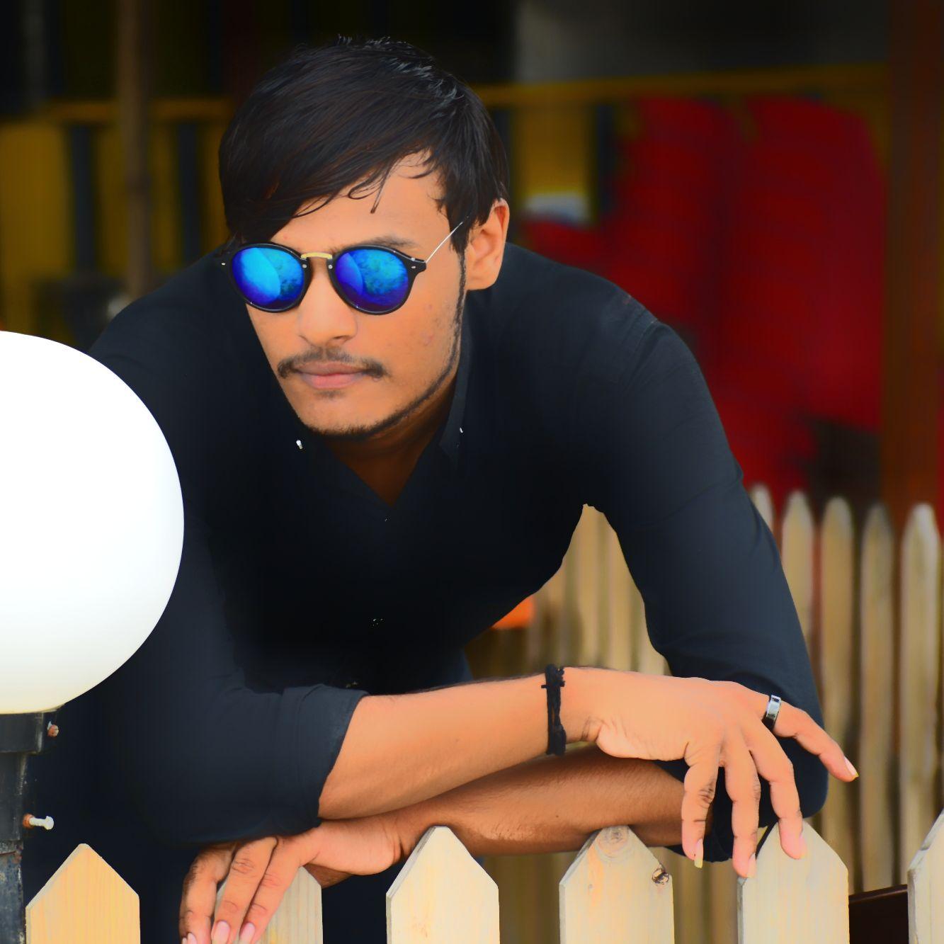 Vishnu Limda  - Author on ShareChat: Funny, Romantic, Videos, Shayaris, Quotes