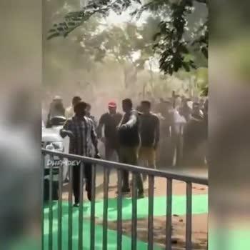 😥 మహేశ్ ఫొటోషూట్లో తొక్కిసలాట - ShareChat
