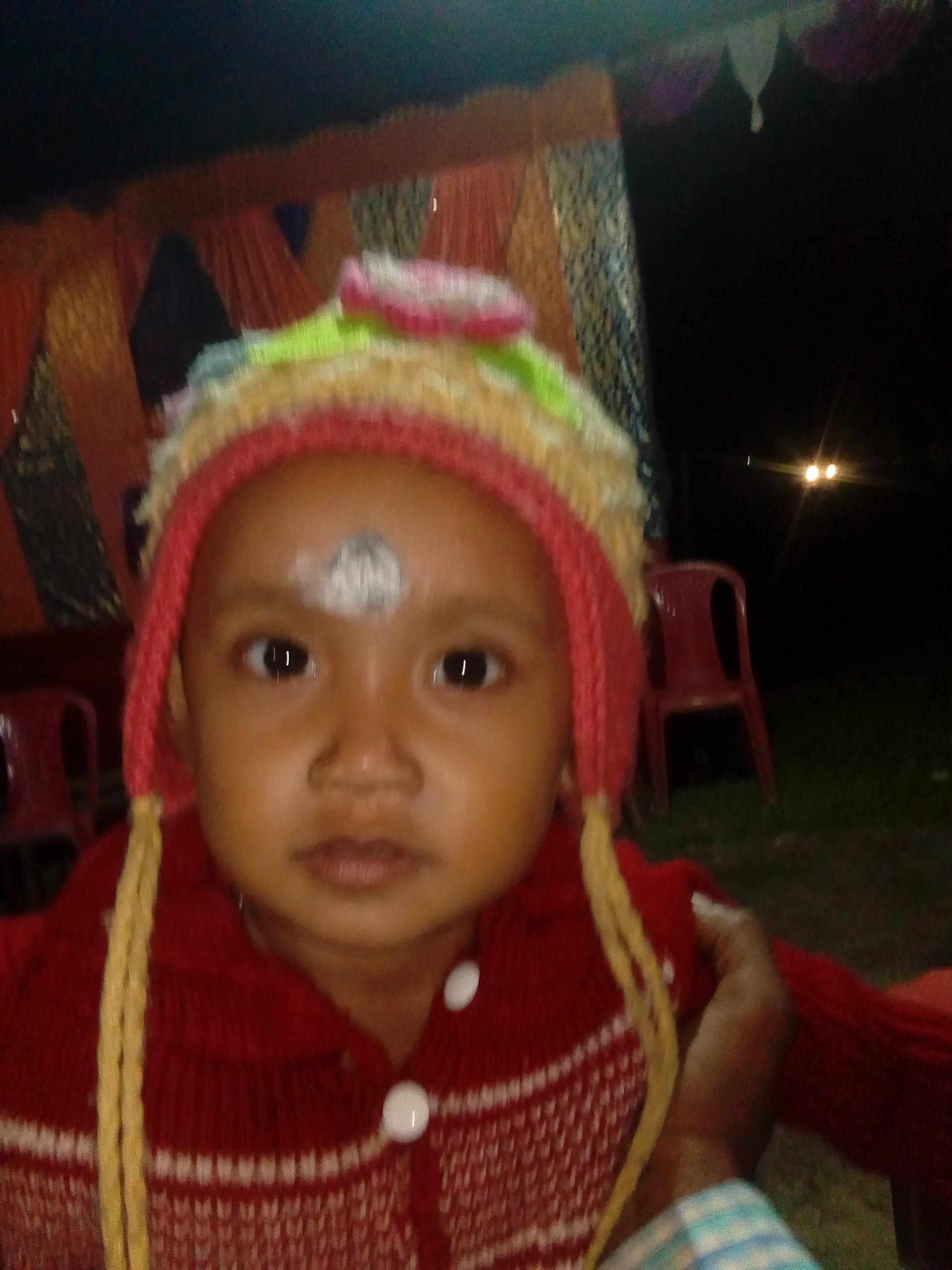 বোনের কপালে দিলাম ফোঁটা - ShareChat