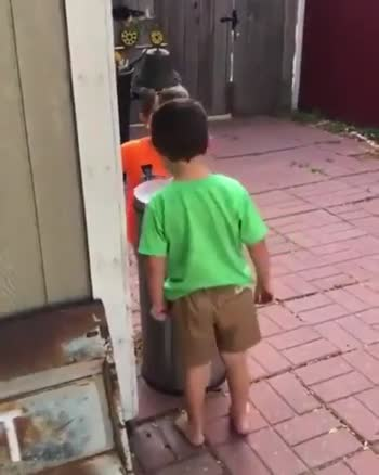 🤣 બાળકોના ફની વીડિઓ - ShareChat