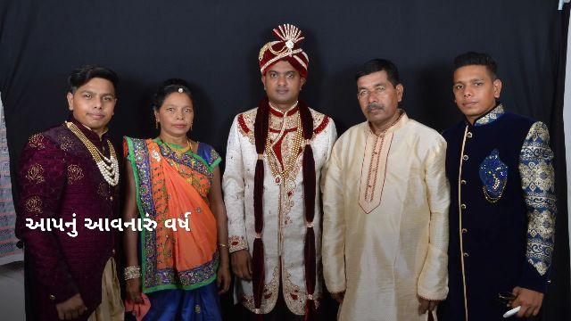 diwali - ' દિવાળી અને નવા વર્ષો આપન વનારું વર્ષ સુખમય રહે એવી હાર્દીક શુભકામનાઓ HR12895 : - G . C . PATEL FAMILY - ShareChat