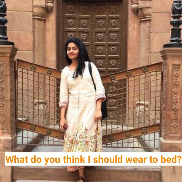 💝 લવ કોટ્સ - What do you think I should wear to bed ? - ShareChat