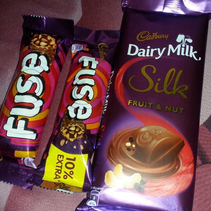 🍕 ਪੀਜ਼ਾ ਬਰਗਰ 🍔 - Cadbury Dairy Milk Silk at Fuse EUSE FRUIT & NUT Per Bar Cab 275 : Teo EXTRA 10 % - ShareChat