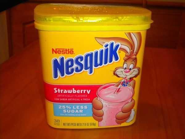 📝90's ਦੀਆਂ ਯਾਦਾਂ - Nestlē Nesquik Strawberry ARTIFICIALLY FLAVORED CON SABOR ARTIFICIAL A FRESA 25 % LESS SUGAR 38 LE NET WT / PESO NETO 218 OZ ( 6189 ) - ShareChat