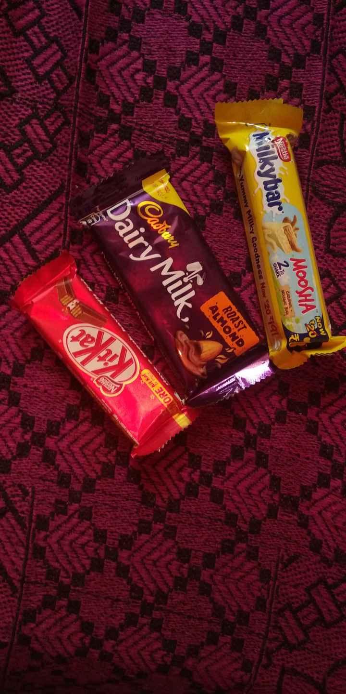 Chocolate 🍫 - MOOSHA CRAMEL NOUGAT BAR Nestle SHARE Nilkybar Yummy Mally Goodness Now 2019 ROAST . ALMOND Up Cadbury Dairy Milk - ShareChat