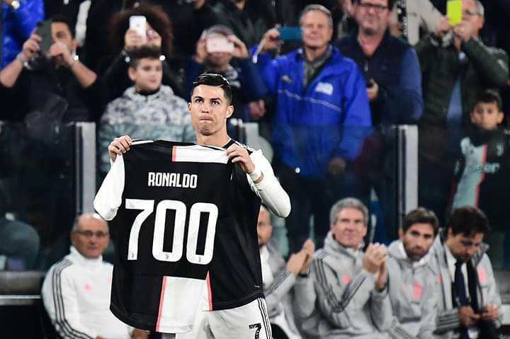 ⚽Cristiano Ronaldo - RONALDO 700 - ShareChat