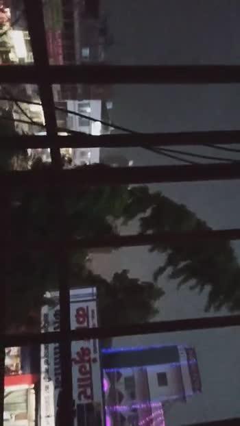 तूफान की दस्तक - TANS HOTEL गाड़ी का एसेसरीज उपलब्ध है । सीटक - ShareChat