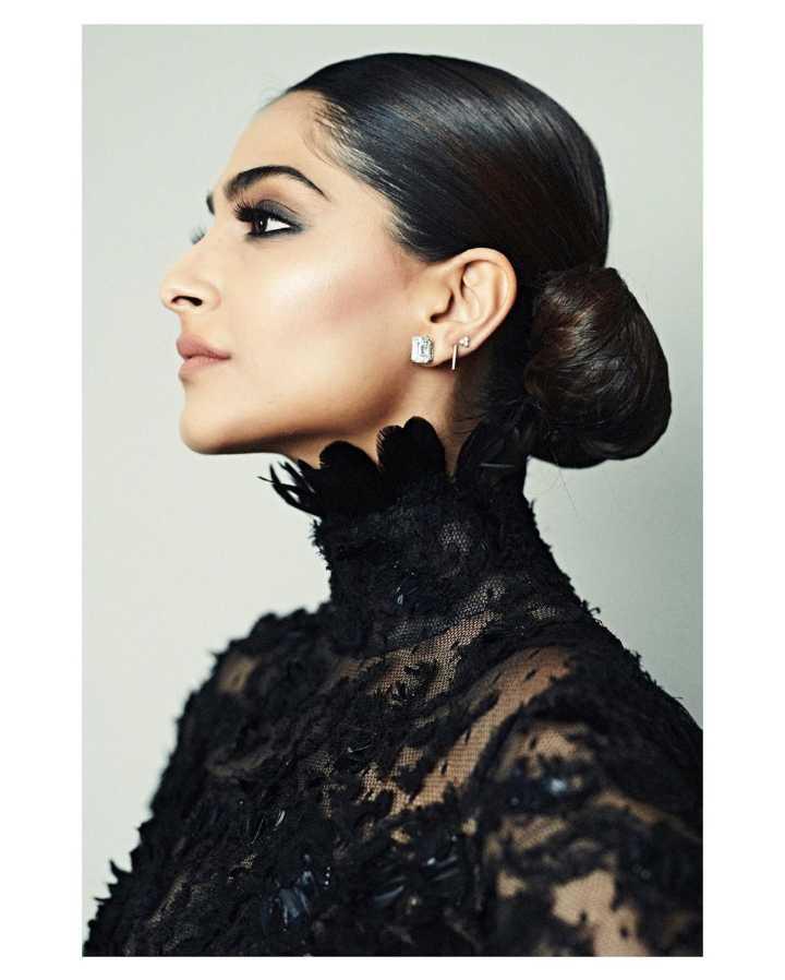 Bollywood Photoshoot  - ShareChat