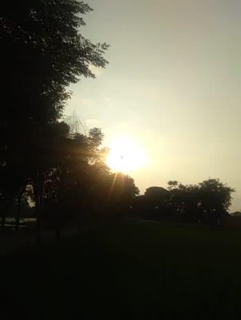 ☀️ ਡੁੱਬਦੇ ਸੂਰਜ ਦੀ ਵੀਡੀਓ - ShareChat