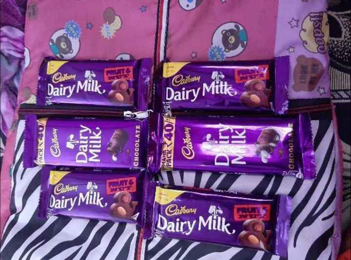 chocolate lovers 😘😍🍫👯 - UNE bopsll ಘ4 _ . Cadoury Dairy Milk Dairy Mitte Dairy Mitke Cadbury Dairy Milk , CHOCOLATE PACR4073 Cadbury CHOCOLADE PACR МАНА Dairy Milk Cadbury Dairy Milk - ShareChat