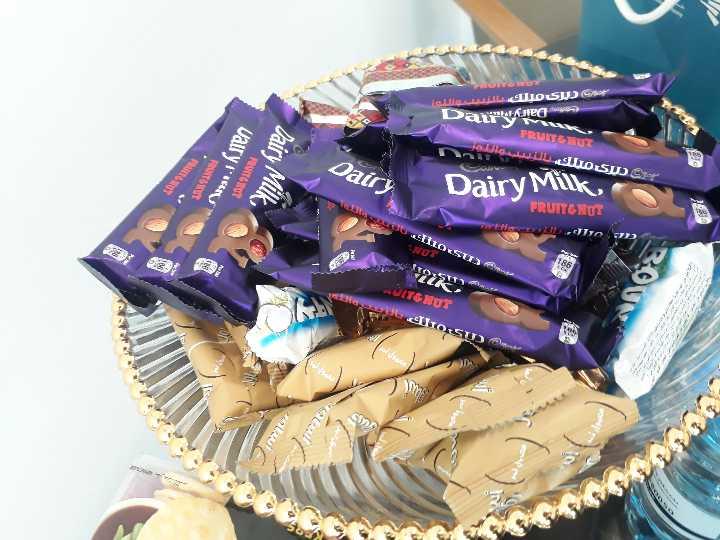 chocolate lovers 😘😍🍫👯 - در يک ميلك بالنممملللم Darwned FRUITGNUS مهری مکملك الندم والنمو Vairy pure Dairy Milk Dairy Dairy Milk FRUITGNUT JAC Duci su SNUT itu UITGNUT - ShareChat
