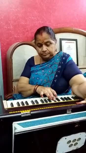 बॉलीवुड के लिखित गाने - ShareChat