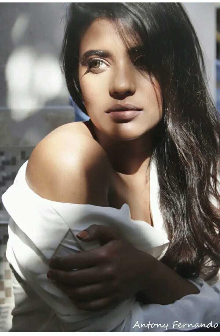 hot actress - Antony Fernando - ShareChat