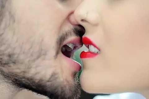kissi..💋💋 - ShareChat